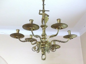 Alter Messingleuchter – ein verborgener Schatz / Old Brass Chandelier - a hidden treasure